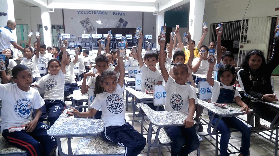 100 Pupitres Para La Escuela República De Panamá