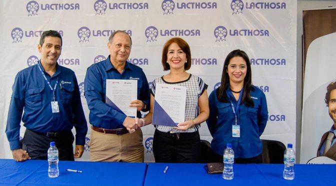 Lacthosa firma convenio con Unitec para el desarrollo profesional de sus colaboradores