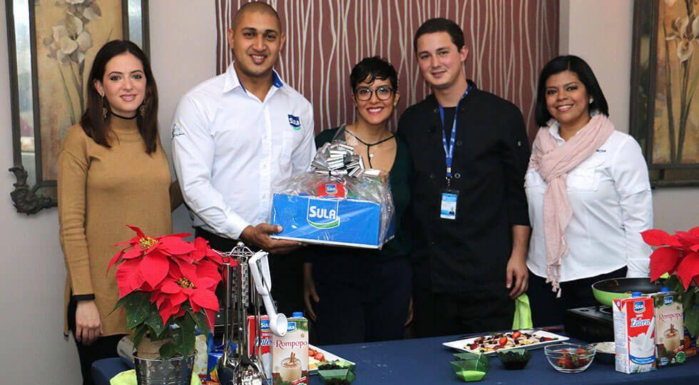 Representante de Lacthosa Vivian kafie, Oscar Ochoa, Chef Andrea Andonie, Chef Pablo Vindel y Michelle Alvarado