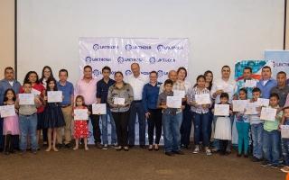 Lacthosa y Fundación Chito y Nena Kafie otorgan becas estudiantiles PROGRESA