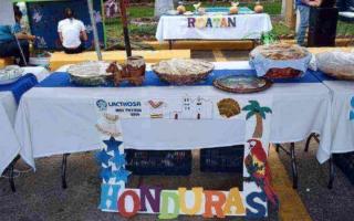 El stand de Honduras celebrando el Mes Patrio 2016