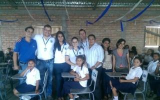 Lacthosa Sula dona 150 pupitres a escuelas de escasos recursos