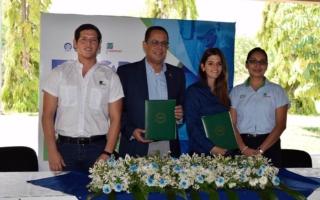 Fernando Guamán, Doctor Luis Fernando Osorio, Marianne Kafie y Mayra Márquez.